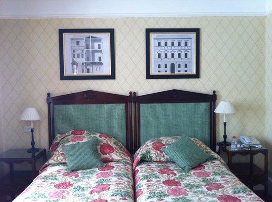 Durrants Hotel: Twin room