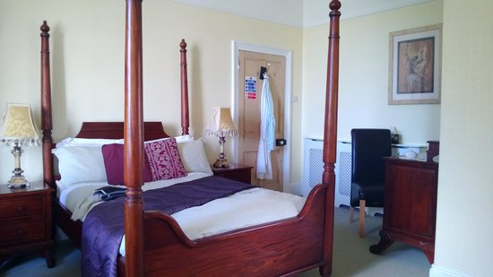The Brown's Guesthouse: Four Poster!