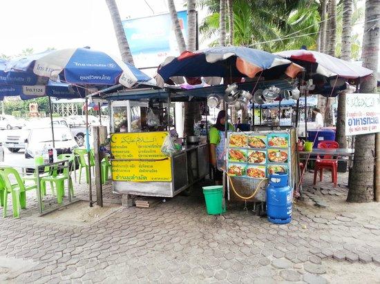 Chonburi, Thailandia: Muslim Roadside Stall