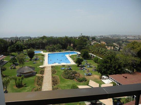Jacuzzi y piscina climatizada picture of hotel trh for Piscina climatizada