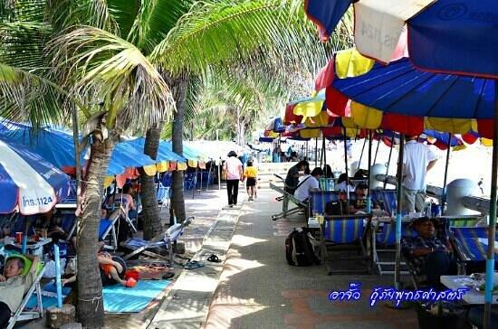 S2 Hotel: Bangsaen beach said local food and drink