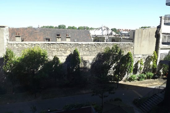 Novotel Suites Paris Nord 18eme: Not so pleasent view from our room