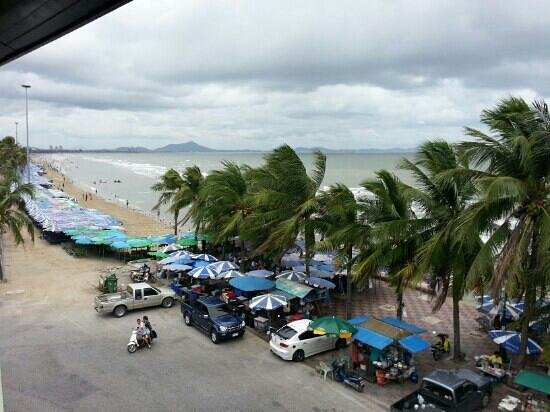 S2 Hotel: Room view of 303 SS bangsaen beach hotel