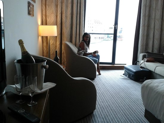Hilton Gdansk: Spacious deluxe room with picture-window