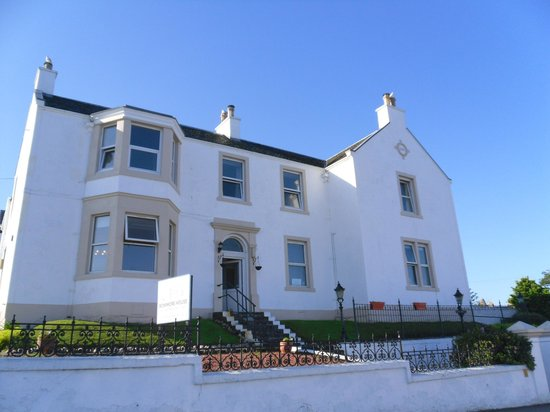 The Bowmore House: Voorkant B&B