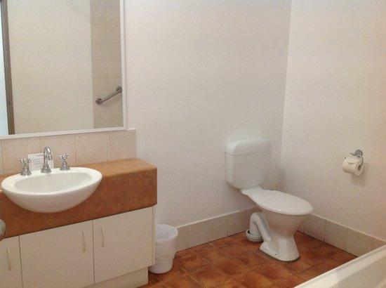 Mercure Sanctuary Golf Resort: Bathroom