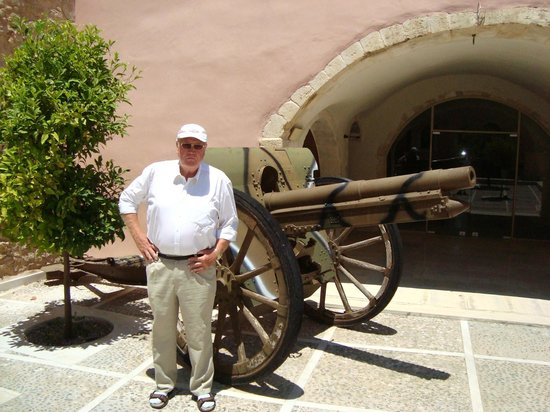 Panayia Evanyelistria Cathedral and Museums: Many weapons outside and inside of the museum