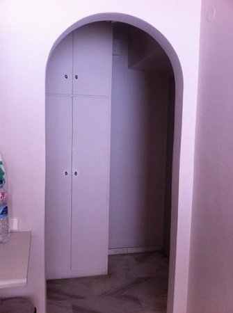 Constantin Apartment Hotel: the wardrobe