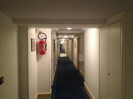 HOTEL CONTINENTAL : One of the hallways