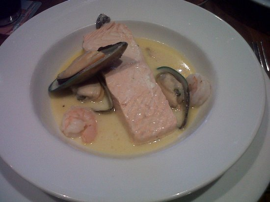 Rose & Crown: Salmon with Prawn and Mussel Sauce