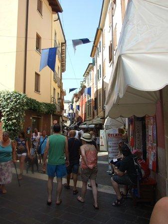 Hotel Miravalli: Street View in Garda