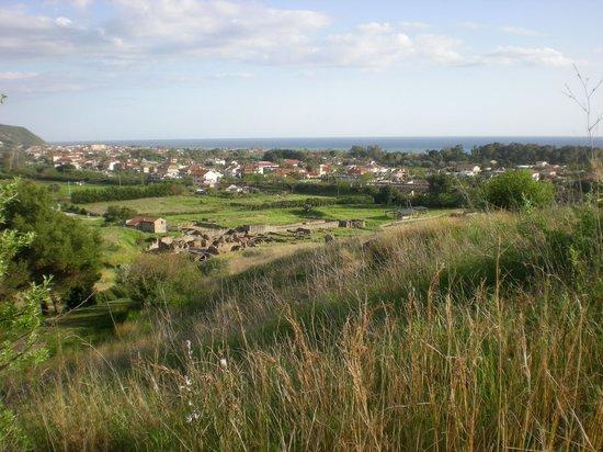 Hotel Bacco: Area archeologica di Elea-Velia ( IV sec AC ) veduta
