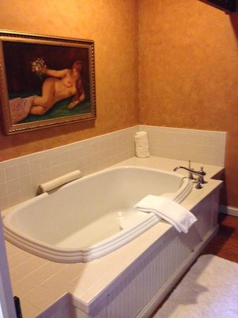 Ant Street Inn: Fabulous tub