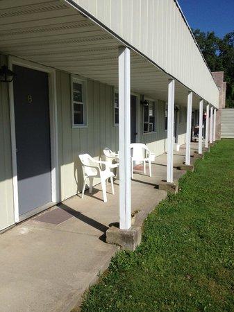 Johanna's Motel & Restaurant: Inner courtyard view