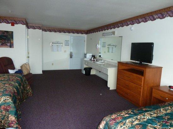 Ocean View Inn & Suites: Room picture