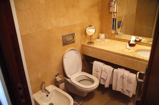 Hotel Bracara Augusta: bathroom