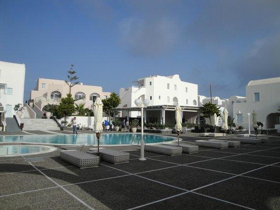 El Greco Resort & Spa: Main swimming pool area - restaurant