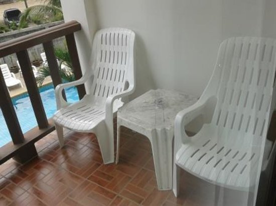 Krabi Cozy Place Hotel: Balcony chairs