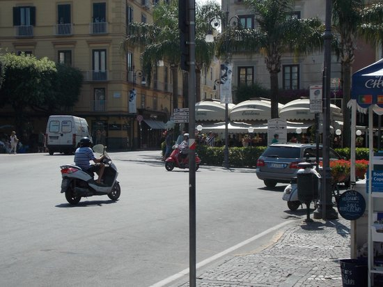 Cesare Augusto: Piazza tasso