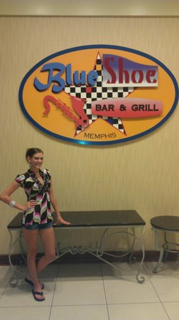 Blue Shoe Bar & Grill