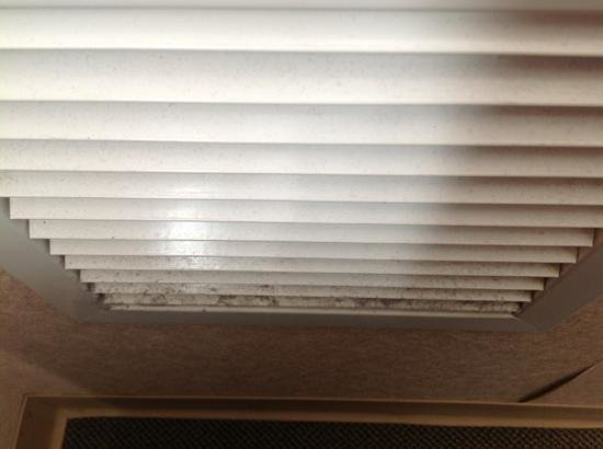 Residence & Conference Centre - Ottawa West : Vent in our room - people with dust allergies - beware!