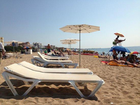 Tahití Playa Hotel: Beach chairs.