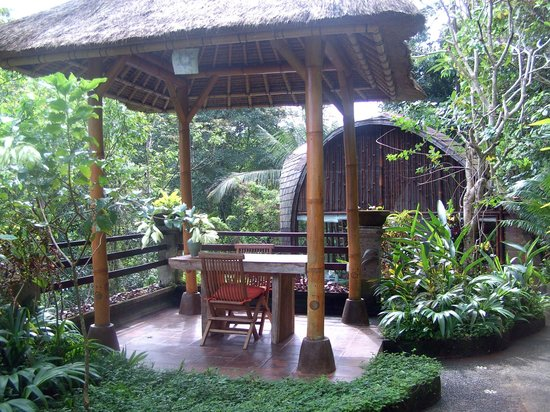Villa Awang Awang: The gazebo where you can eat