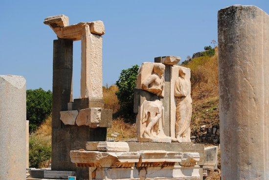 Memmius Monument : Monument