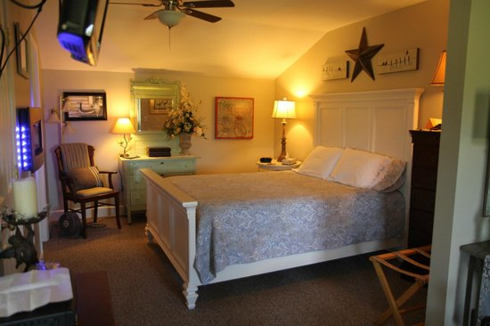 Piney Hill Bed & Breakfast: The bedroom of the Hurley Byrd Cottage.