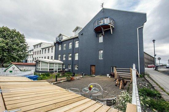 Reykjavik Light Apartments: The garden