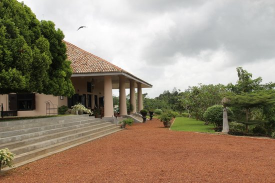 Villa Mayurana by Edwards Collection: The front View