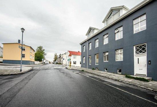 Reykjavik Light Apartments: Front side