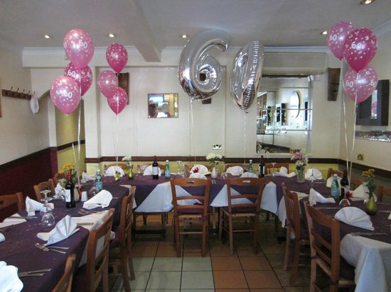 Amici: Tables set to perfection