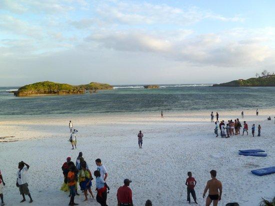 Aquarius Club: Spiaggia con bassa marea.