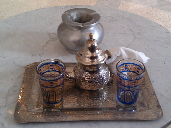 Hotel La Renaissance : hot green tea checking in