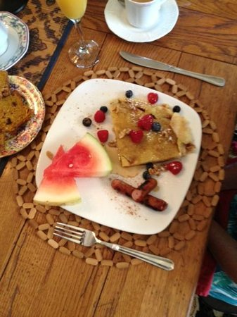 Columbian, A Bed and Breakfast Inn: morning breakfast day two