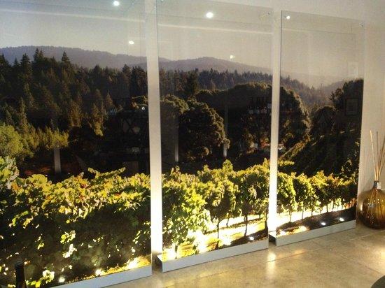 La Crema Tasting Room: Really nice pics of the vineyards on the walls.
