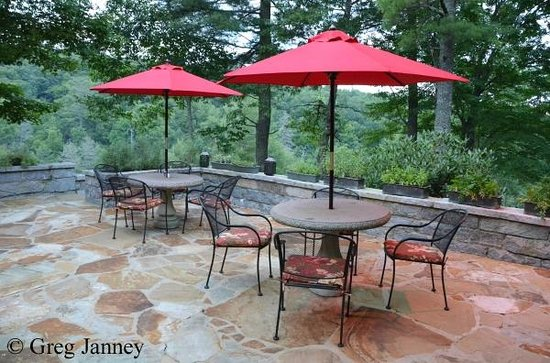 Skyline Lodge and Restaurant: Restaurant patio at dawn