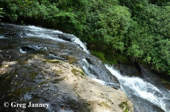 Skyline Lodge and Restaurant : 45 foot private waterfall on hotel grounds
