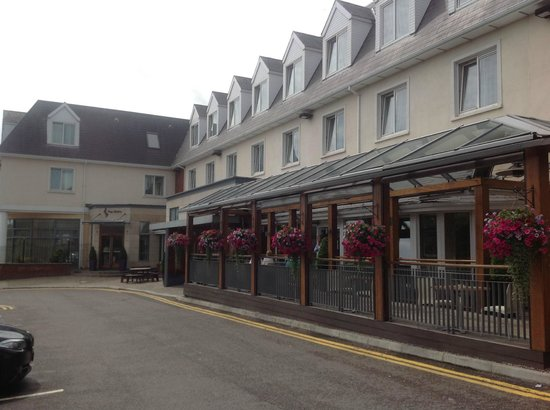 Carrigaline Court Hotel and Leisure Center: Hotel terrace area