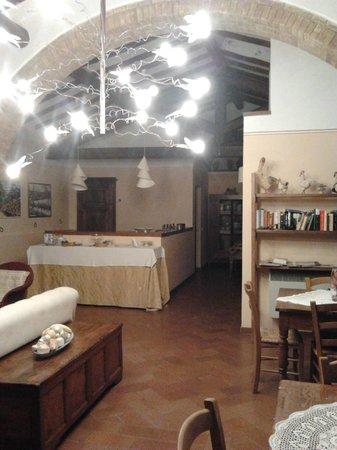 Aia della Colonna: sala con camino