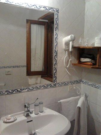 Aia della Colonna: particolare bagno