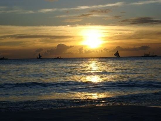 Sur Beach Resort: sunset from the beach