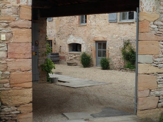 Domaine la Source des Fees : View looking into the entrance area of the house