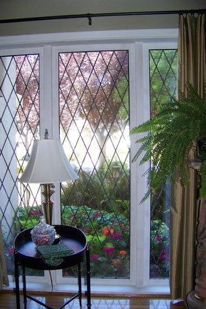 English Bay Inn: A lovely garden view