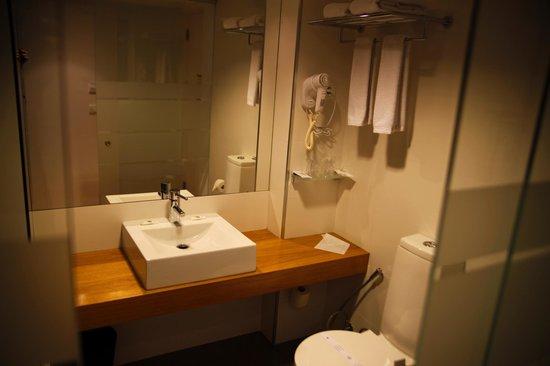 Hotel Laranjeira: bathroom