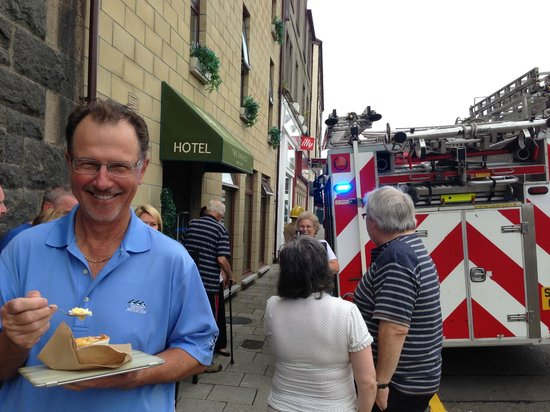 The Ranald Hotel: Burnt toast sets off alarm, we vacate per the fire department