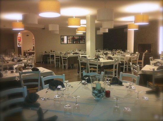 La sala interna - Picture of Ristorante Le Terrazze sul Lago ...