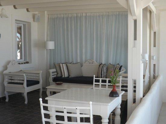 Santorini's Balcony: Elegante hall..