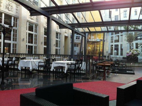 Wyndham Garden Berlin Mitte: überdachte Lounge